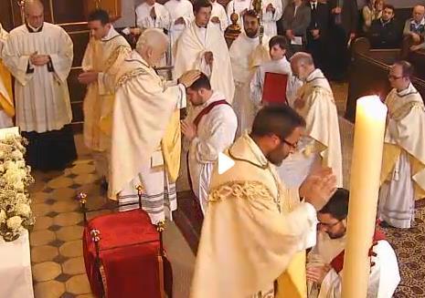 Pedro Puche nuestro párroco también asistió a esta gozosa celebración